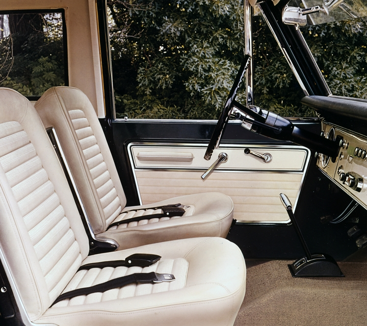 A 1967 Ford Bronco Sport interior with Parchment Vinyl driver and passenger bucket seats