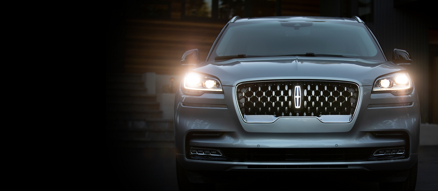 2020 Lincoln Aviator Grand Touring Grille shown here with blue diamond