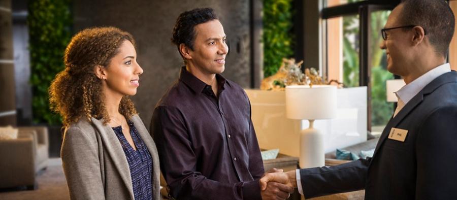 Couple speaking to a Lincoln Concierge representative