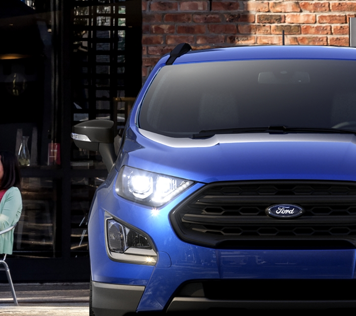 Front view of the 2019 Ford EcoSport S E S in Lightning Blue parked in front of a restaurant