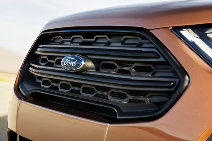 The 2020 Ford EcoSport S E S black painted grille