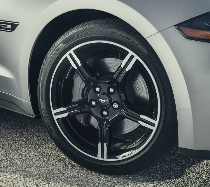 19 inch machined face aluminum wheel with high gloss Ebony black painted pockets