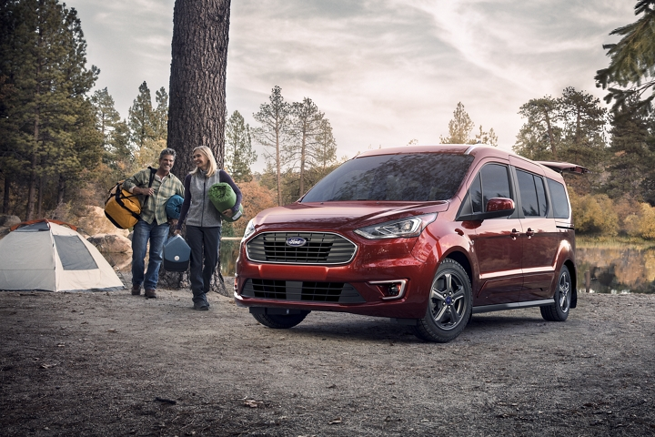 The versatile 2020 Ford Transit Connect Passenger Wagon in Kapoor Red