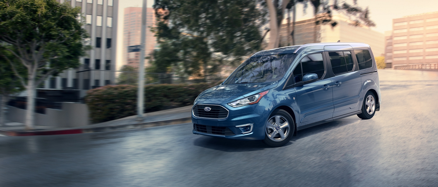Easily maneuverable 2020 Ford Transit Connect Passenger Wagon in Blue being driven in the city