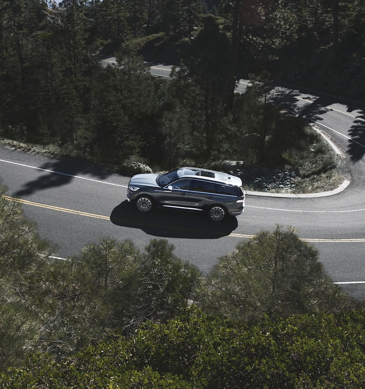 A Lincoln Aviator is shown after having been driven through a sharp turn