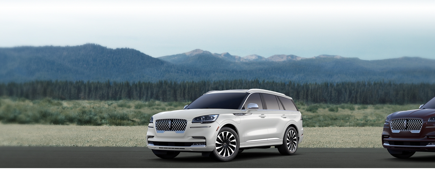 2020 Lincoln Aviator Black label grand touring Shown here in ceramic pearl