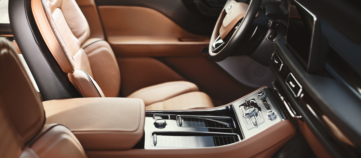 The interior of a Lincoln Aviator is shown with multiple hotspots that can be clicked for more information
