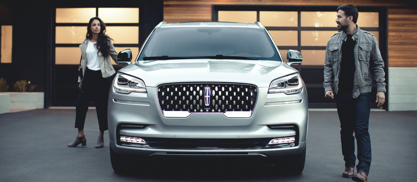 The sparkling grille of the 2021 Lincoln Aviator Grand Touring model is shown