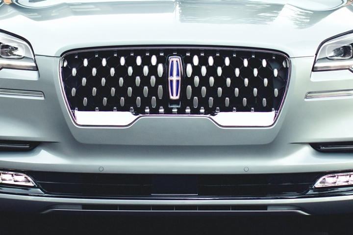 The sparkling grille of the 2021 Lincoln Aviator Grand Touring is shown