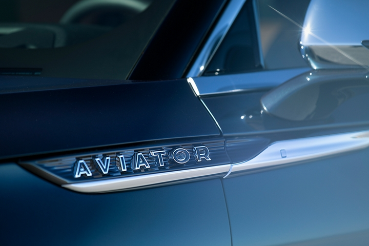 The Pillar Black lettering of the 2021 Lincoln Aviator Black Label Grand Touring badge is shown near the belt line of the vehicle
