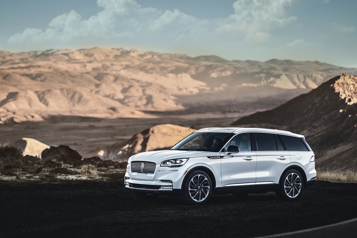A 2021 Lincoln Aviator Reserve model is shown parked in a scenic mountain overlook