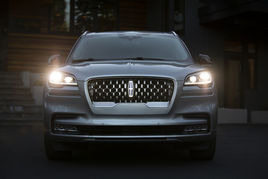 The adaptive pixel L E D headlamps of the 2021 Lincoln Aviator are shown in their illuminated state