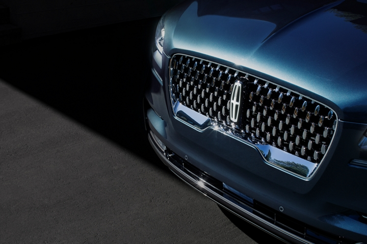 The 2021 Lincoln Black Label Aviator grille is shown with raised Lincoln star logo like shapes surrounding the center Lincoln emblem