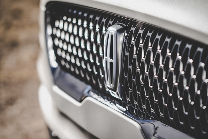 The grille of the 2021 Lincoln Aviator Reserve model is shown which uses an eye catching repeated field of Lincoln Star logo shapes