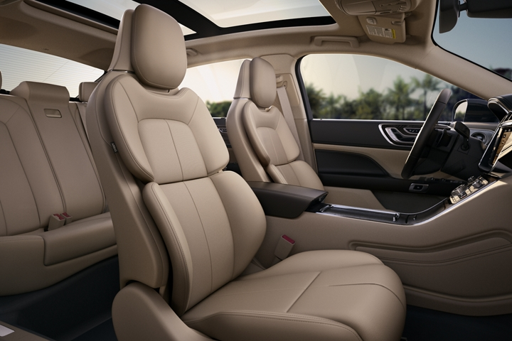 A front seat view of leather trimmed seats in the Cappuccino interior color