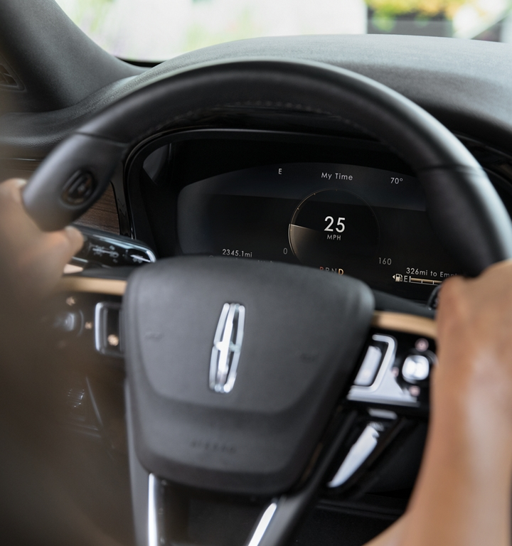 Steering wheel with the broad digital cluster clearly showing the calm setting