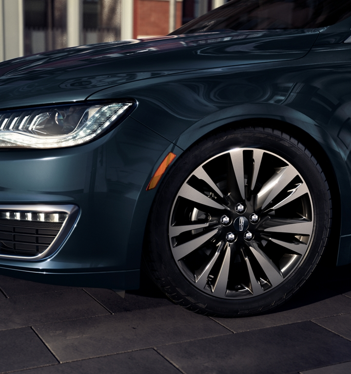 A stylish wheel option is shown on a 2020 Lincoln M K Z