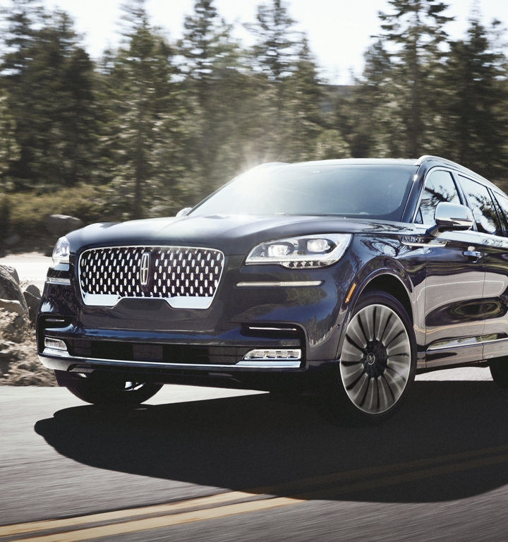 The stylish 22 inch wheel exclusive to Lincoln Black Label Aviator models is shown