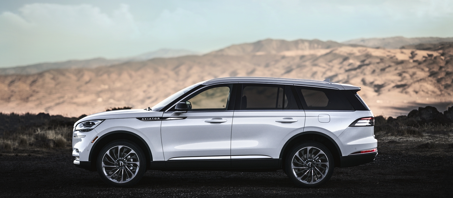 A profile image of a Lincoln Aviator Reserve model shows the vehicle in a mountainous area