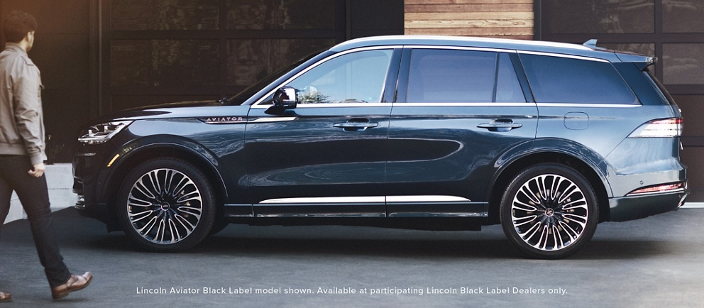 Se muestra el modelo Lincoln Aviator Black Label. Disponible solo en concesionarios Lincoln Black Label participantes.