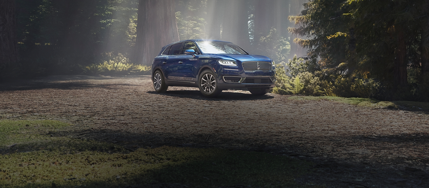 2020 Lincoln Nautilus Shown here in Rhapsody blue
