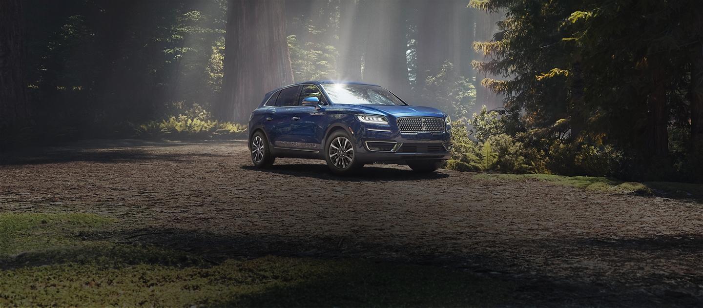 Imagen de la Lincoln Nautilus 2020 en azul Rhapsody