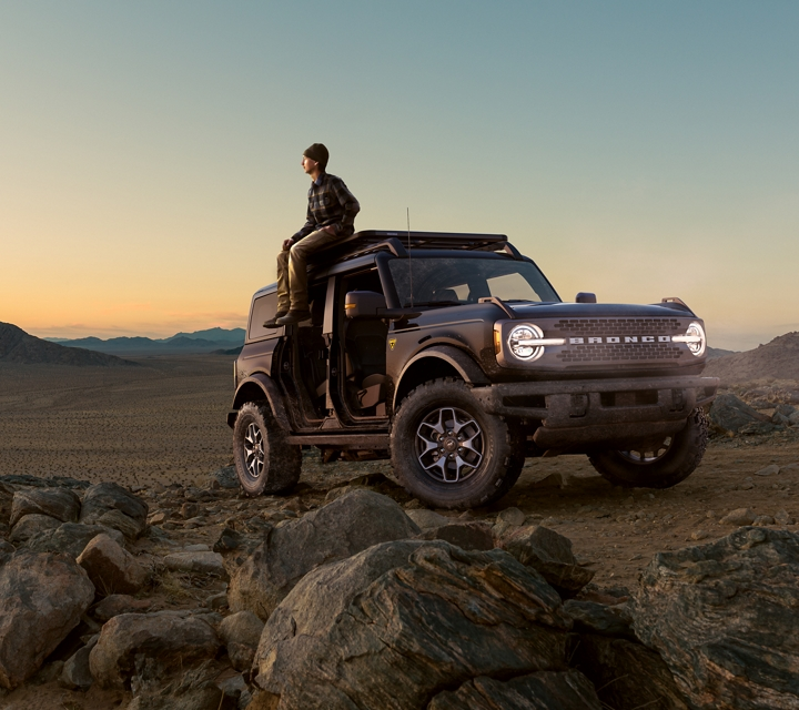 2021 Ford Bronco parked dramatically in the desert at sunrise
