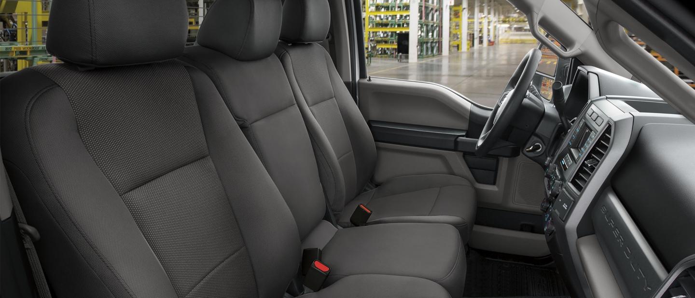 Interior desde el Frente de la Ford Super Duty Chassis Cab F 6002020