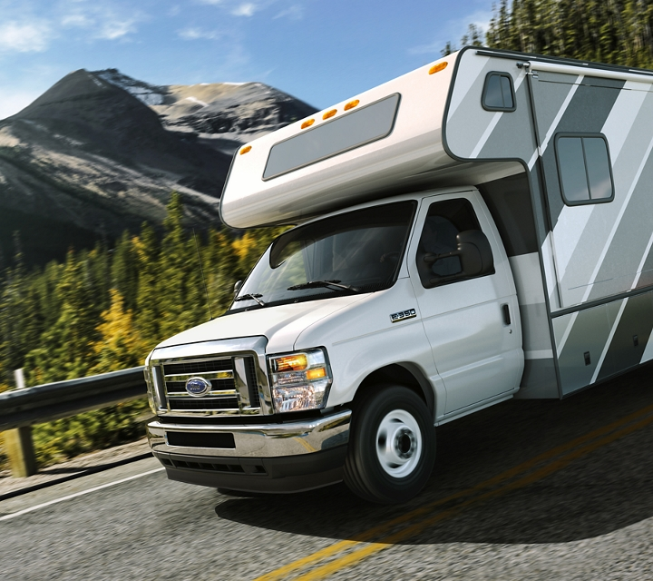 Dual rear wheel cutaway with Class C motorhome and High Series Exterior Upgrade Package