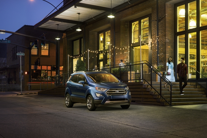 ALT TAG: 2019 Ford EcoSport Titanium in Lightning Blue looking good at night