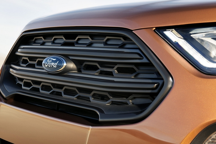 The 2019 Ford EcoSport S E S black painted grille and black headlight bezels