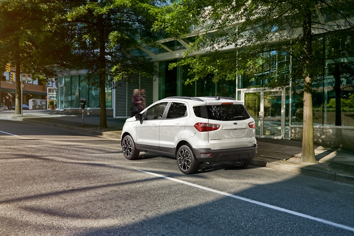 The 2019 EcoSport S E S in Diamond White parked on a city street