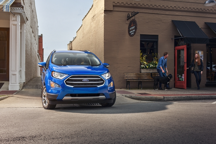A 2020 Ford EcoSport pulling out of an alley way