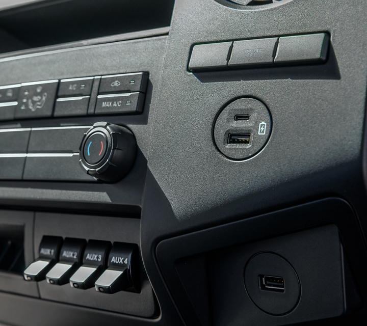 2021 Ford F 7 50 Climate Controls and Centre Console