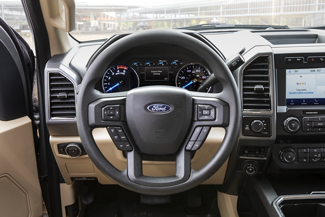 2020 Ford Super Duty steering wheel and control centre