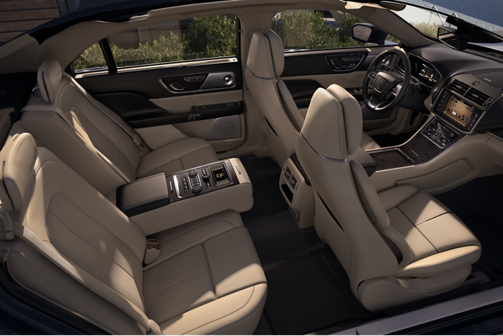 Sunlight pours throughout the cabin of the Continental giving the available leather trimmed seats an inviting glow