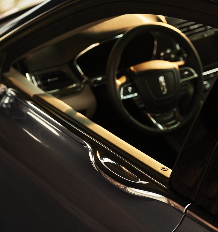 The E Latch door handle is integrated into the belt line giving the Continental uninterrupted design lines