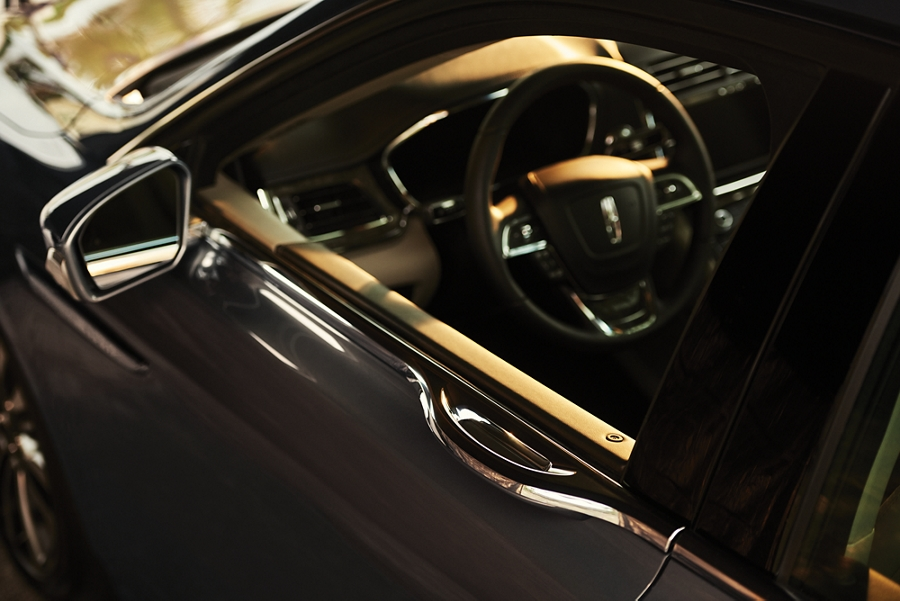 The E latch door handle is integrated into the beltline to give the Continental uninterrupted design lines