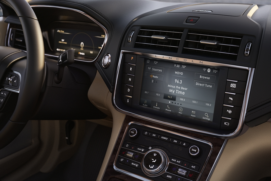 The sink three interface is displayed on the centre touch screen within the dashboard of a 2020 Lincoln Continental