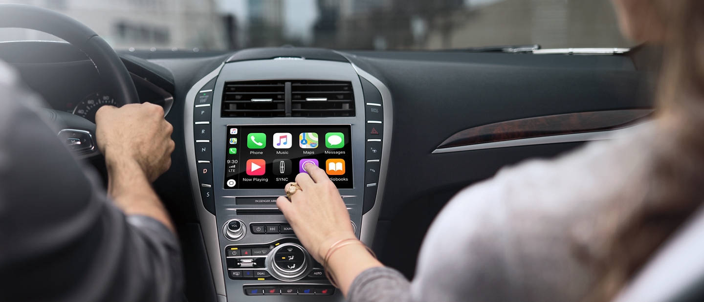 The SYNC 3 screen is shown in the centre console of a 2020 Lincoln M K Z