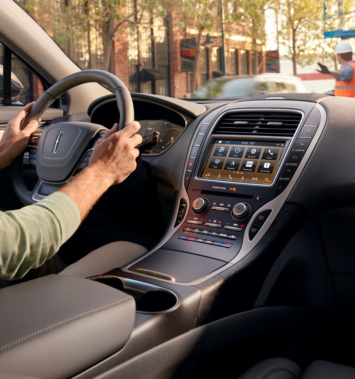 The sink three interface is shown displayed on the centre touch screen of a 2020 Lincoln Nautilus