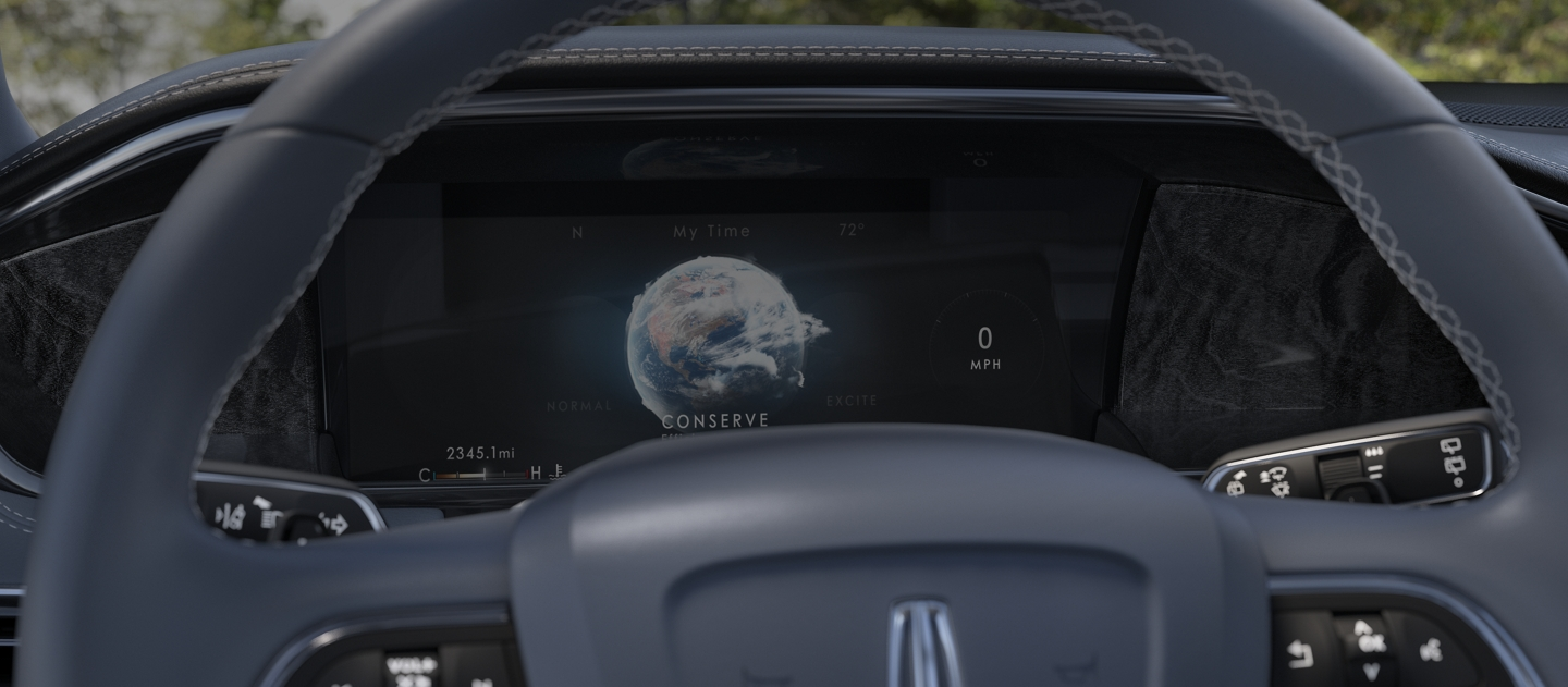 The Lincoln drive mode screen is shown in the instrument cluster
