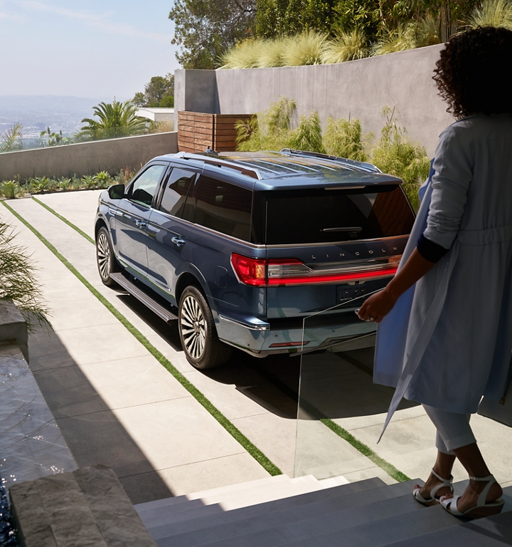 A woman approaches a Lincoln Navigator to demonstrate the recognition capabilities of the Personal Profiles system