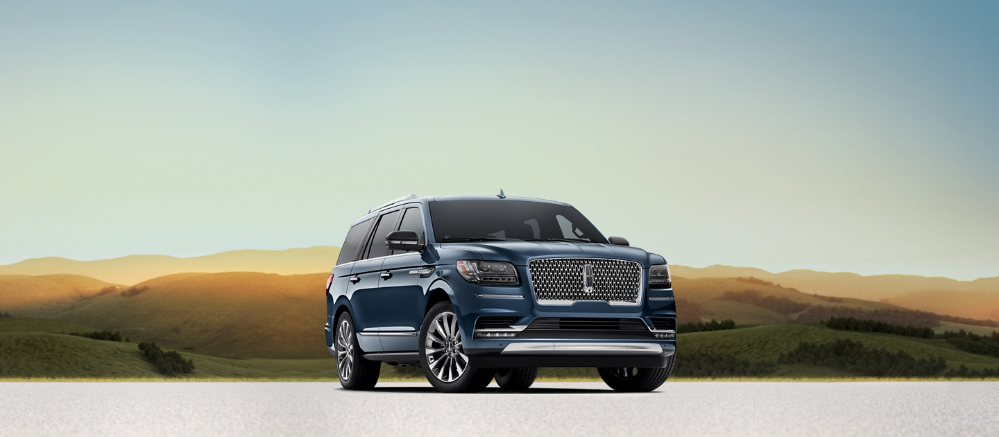 A Lincoln Navigator Select model is shown in Diamond Blue Metallic