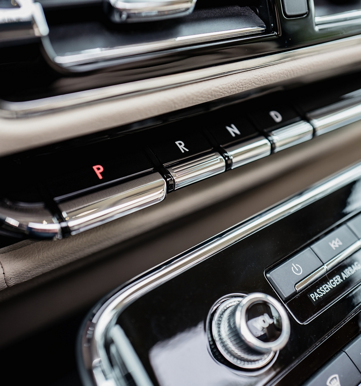 The buttons used to shift the Navigator into Park Drive Neutral and Reverse are shown in the centre console