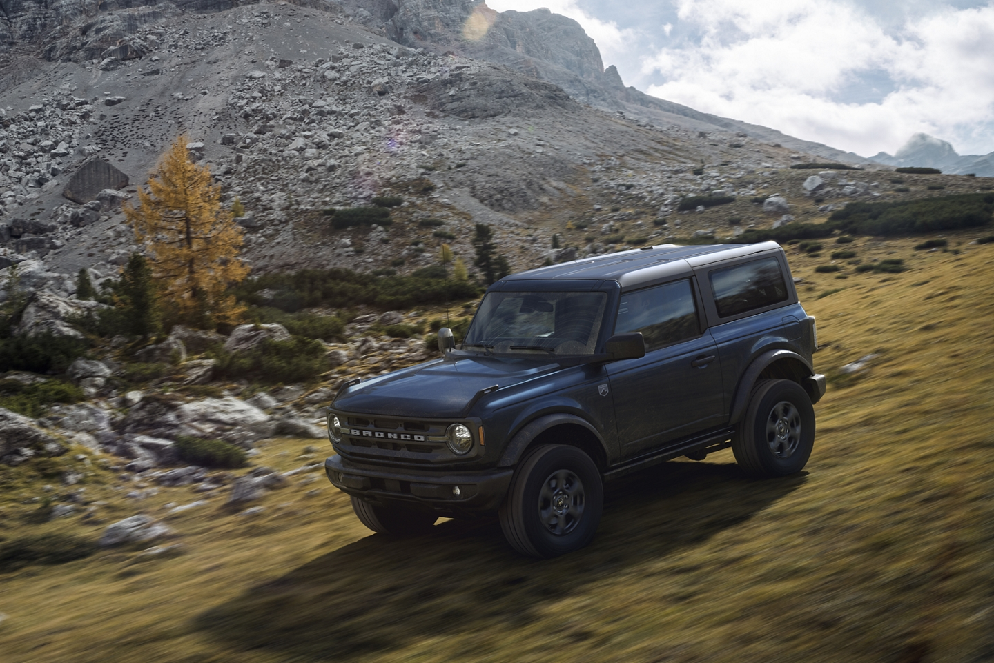 2021 Ford Bronco being driven down the side of a mountain