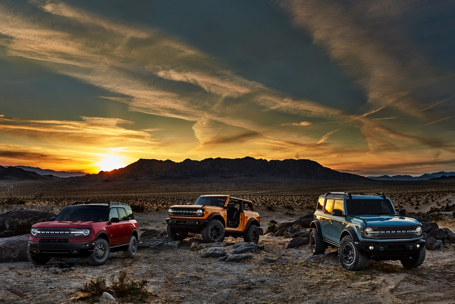 Two 2021 Ford Broncos and a 2021 Ford Bronco Sport in the desert
