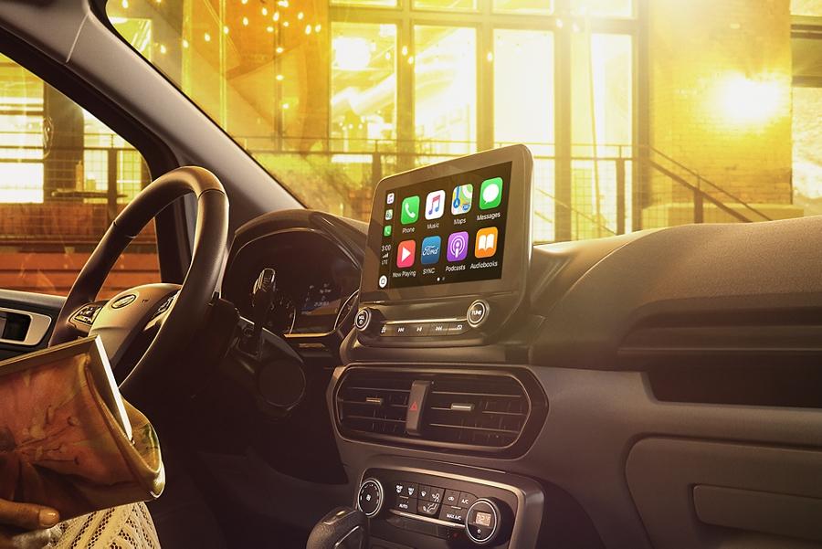"""Primer plano de una Ford EcoSport 2019 con pantalla táctil L E D a colores de 8"""" disponible"""