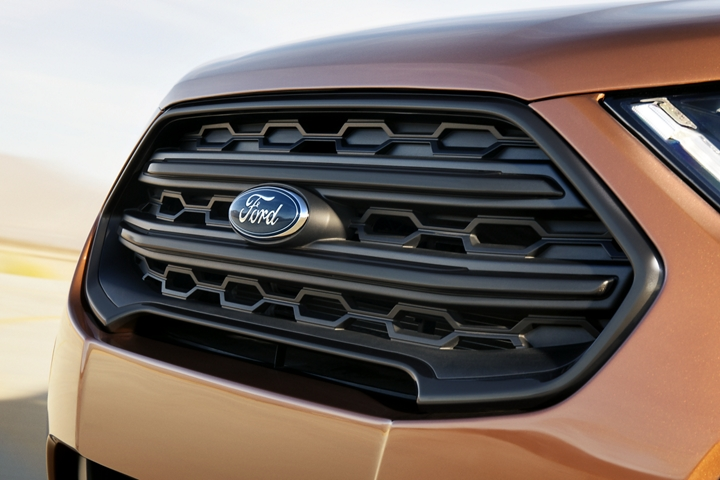 The 2019 Ford EcoSport S E S black painted grille