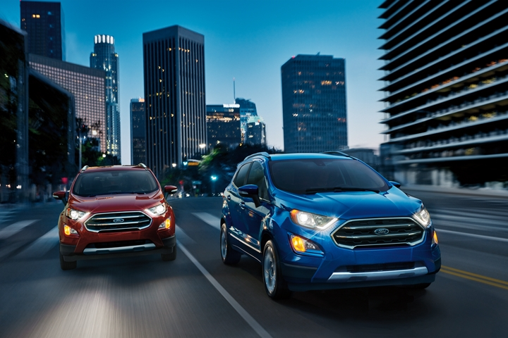 Two 2020 Ford EcoSport Titaniums on a city street at night